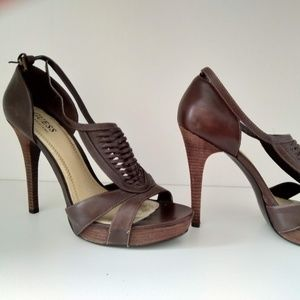 Guess size 9 high heel shoe BROWN